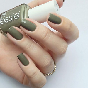 Beyond Polish: Essie Exposed #1127 Low Pricing 变相75折