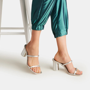 Nordstrom: Up to 40% OFF Sandals