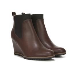 棕色坡跟鞋