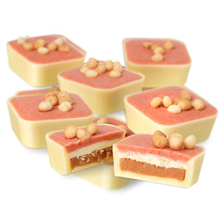 Strawberry Cheesecake Selector Cheesecake-tang layered with strawberry cream