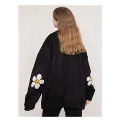 GRAVER Elbow Flower Smile Knit Cardigan Black