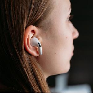 Amazon: AirPods 耳机$114.99起