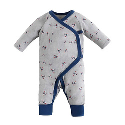 侧扣婴儿和服