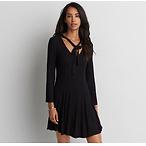女士花边黑色连衣裙