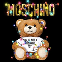 Moschino 圣诞主题小熊羊毛围巾全新上线