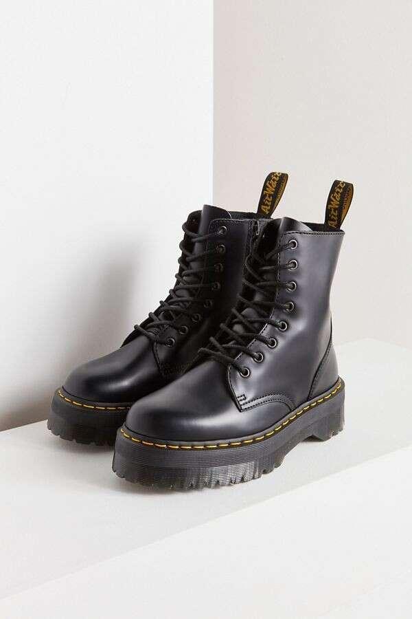 Dr. Martens 8孔厚底马丁靴